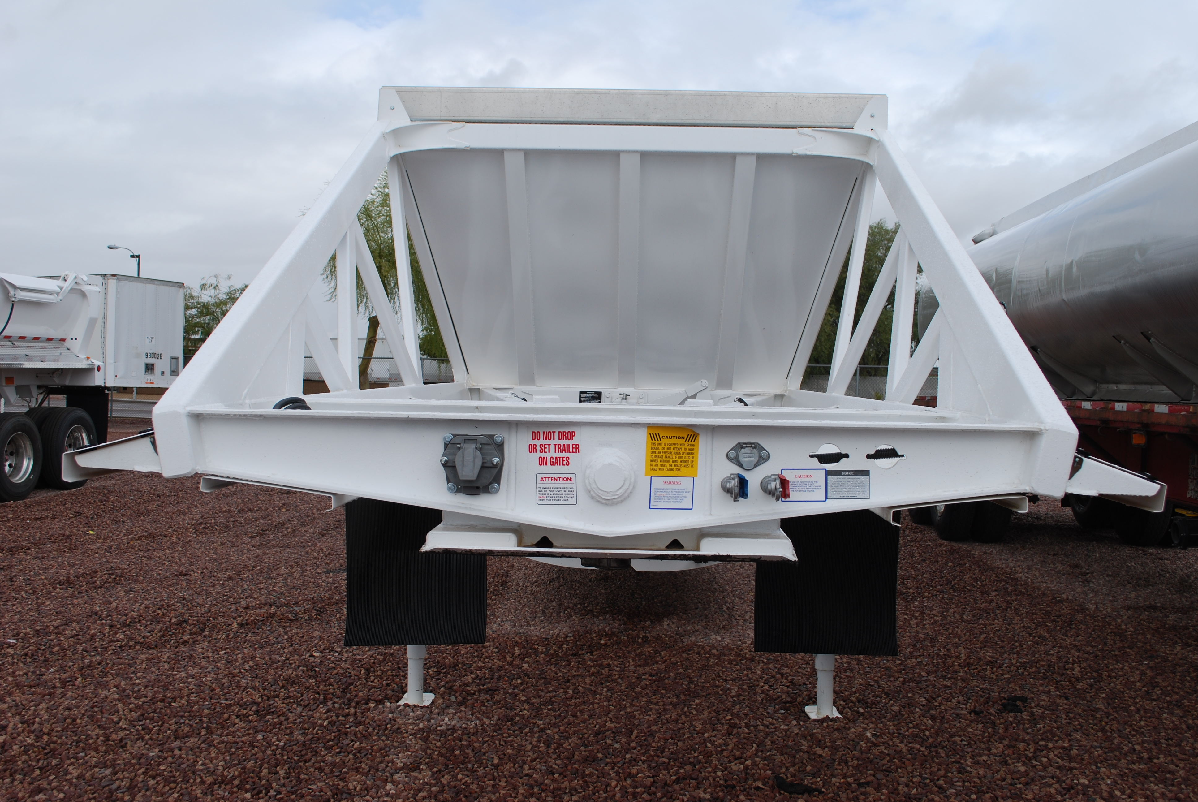 Dura HaulBellyDump furthermore Roll Tarps besides Photo besides 31206689 moreover Heavy Duty Medium Duty Flatbed Truck Body. on belly dump trailer